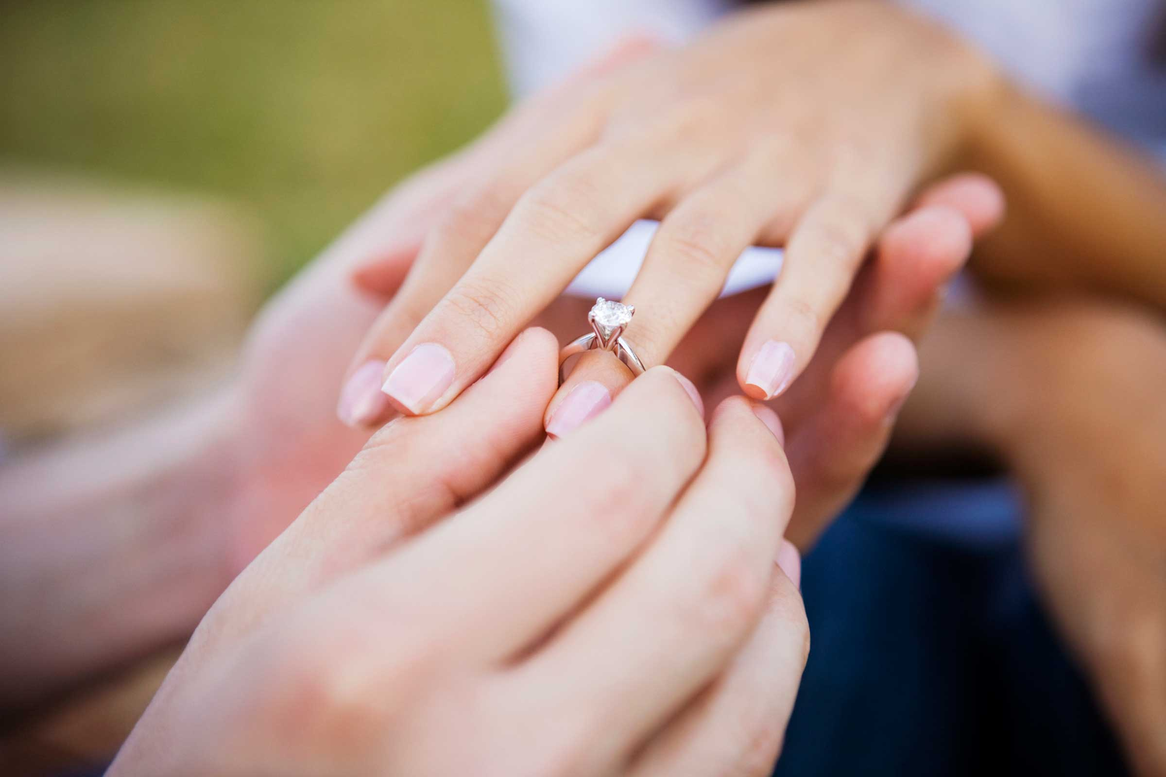 Buying an Engagement Ring Online |Public Auction Finder